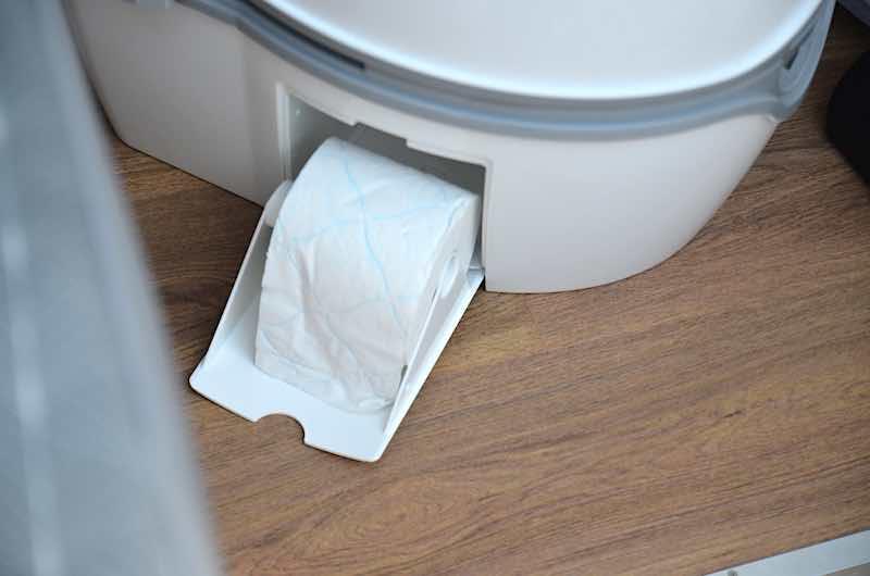 separates fach fuer toilettenpapier