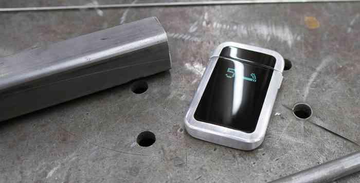 quitbit intelligentes feuerzeug hilft rauchern beim aufh ren. Black Bedroom Furniture Sets. Home Design Ideas