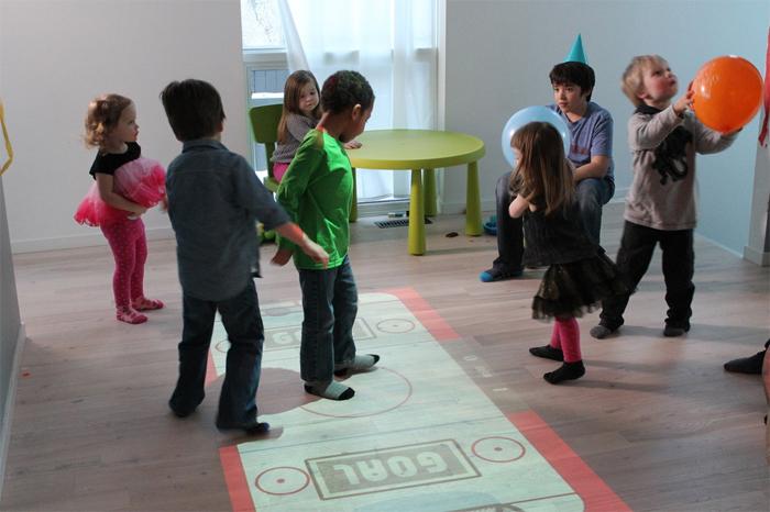 Lumo Interaktiver Beamer Projiziert Spielfeld Den Boden