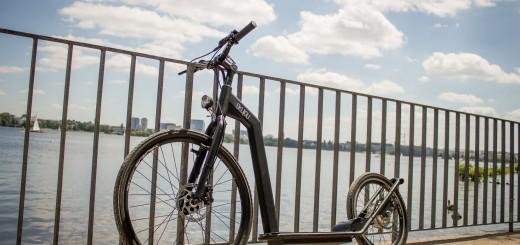 Skujou Cruise – E-Bike und Roller kombiniert in einem Gerät