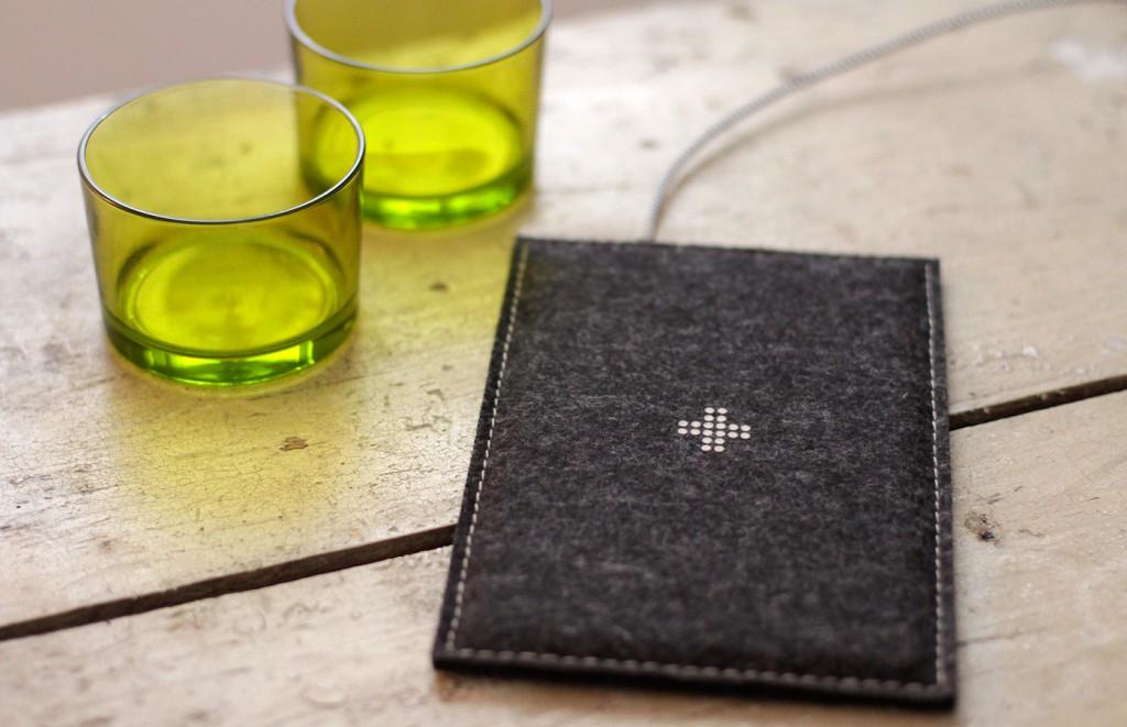 feltboard schicke qi ladestation im filz design. Black Bedroom Furniture Sets. Home Design Ideas