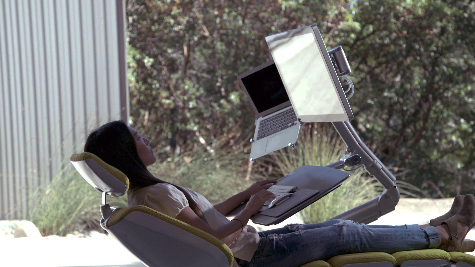 altwork station produktives arbeiten im liegen und im stehen gadget rausch. Black Bedroom Furniture Sets. Home Design Ideas