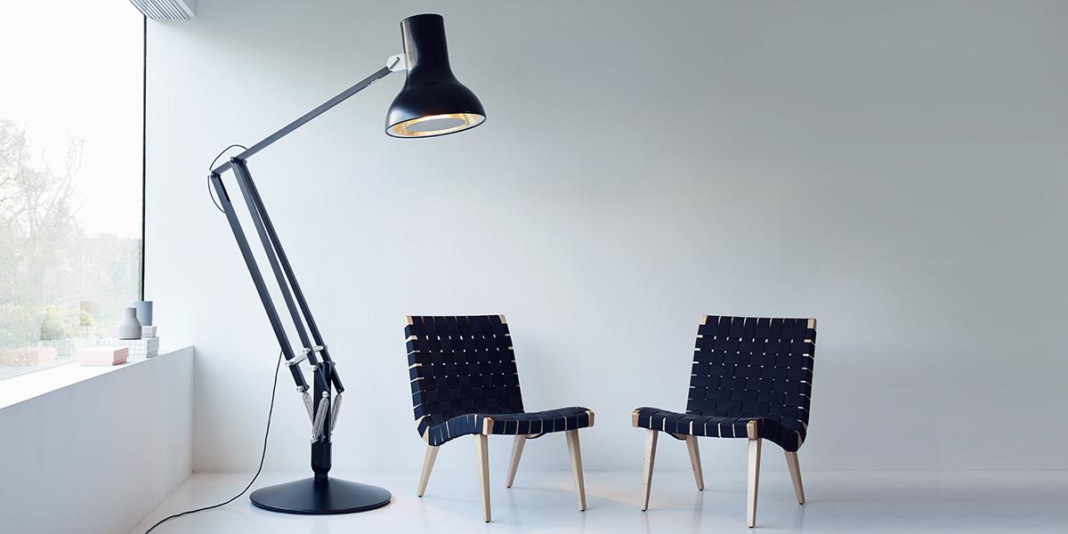 riesige schreibtischlampe und uhr mit augen als zeiger. Black Bedroom Furniture Sets. Home Design Ideas