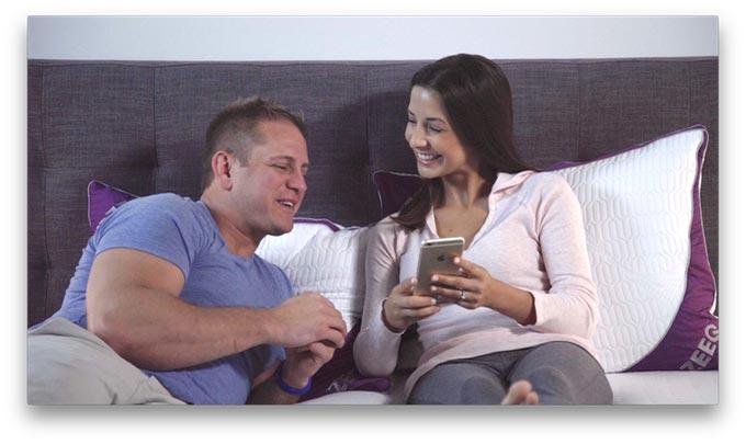 zeeq dieses kissen ist smart und ein echter allrounder gadget rausch. Black Bedroom Furniture Sets. Home Design Ideas