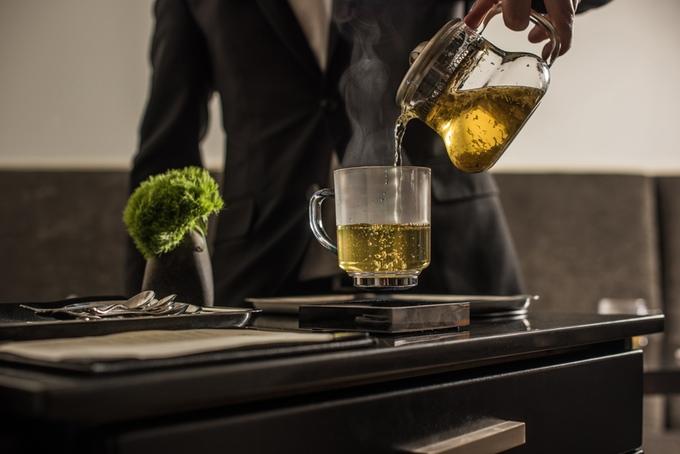 LevitatingCUP: Schwebende Trinkgläser als Blickfang