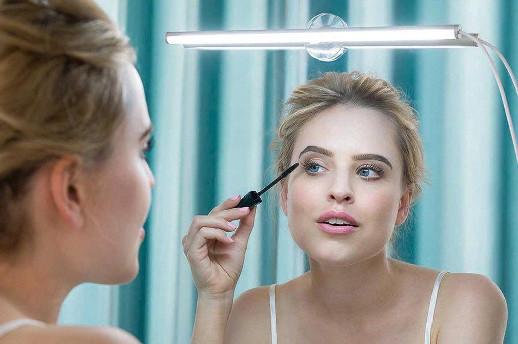 my beauty light im einsatz am spiegel 1024x681