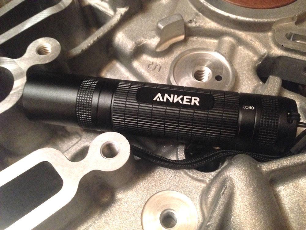 anker lc40 taschenlampe auf motorblock
