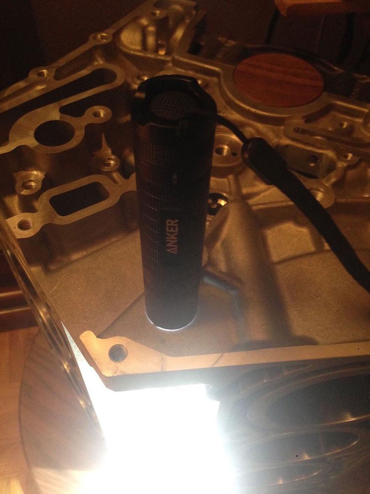 anker taschenlampe strahlt nach unten