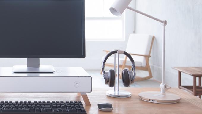 taku pc geh use und st nder f r den monitor in einem. Black Bedroom Furniture Sets. Home Design Ideas