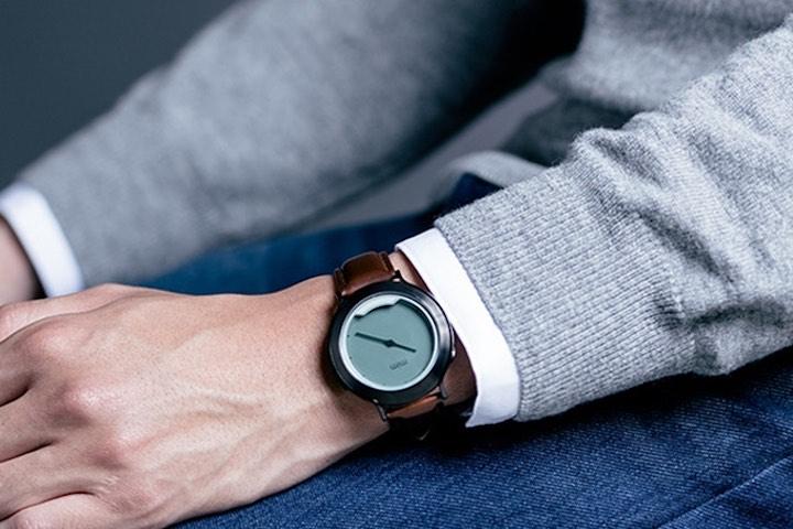 Arm mit mim X Smartwatch
