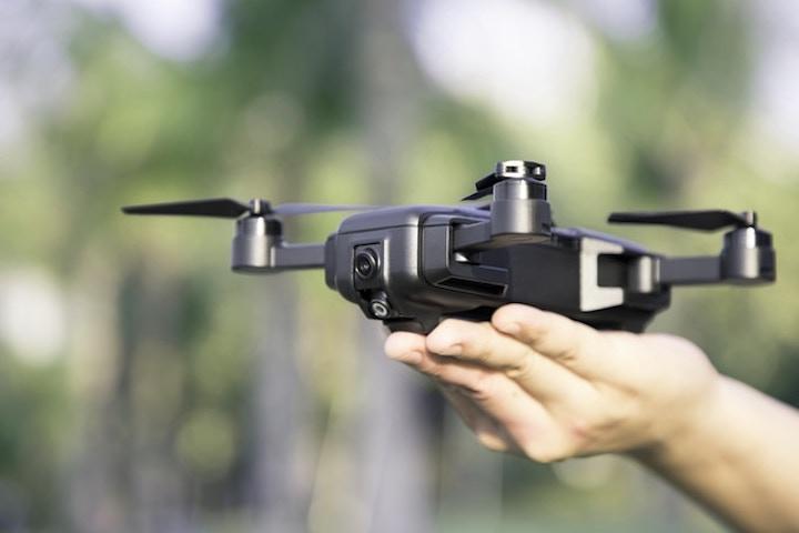Mark Drone Start aus der Hand