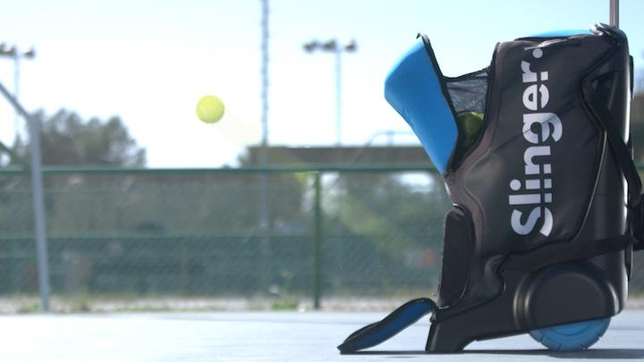 Slinger auf einem Tennisplatz