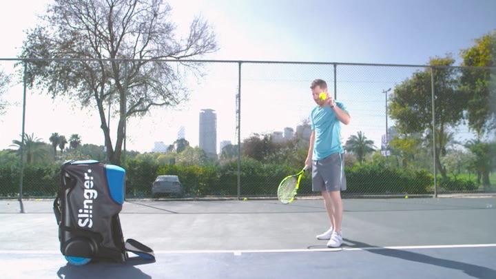 Slinger mit Tennisspieler