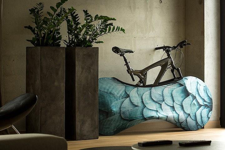 velosock mit der fahrrad socke bleibt die wohnung sauber. Black Bedroom Furniture Sets. Home Design Ideas