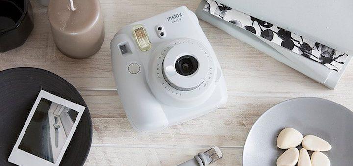 Fujifilm Instax Mini weiß mit Steinen und Uhr 720x340