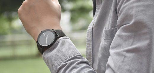 GIGLO Smartwatch am Handgelenk 520x245