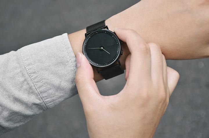 GIGLO Smartwatch wird bedient