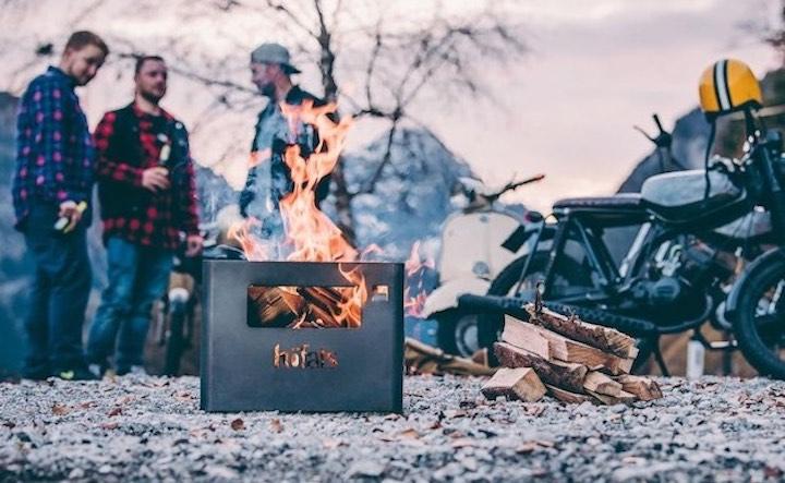 Beer Box mit Feuer M%C3%A4nnern und Motorrad