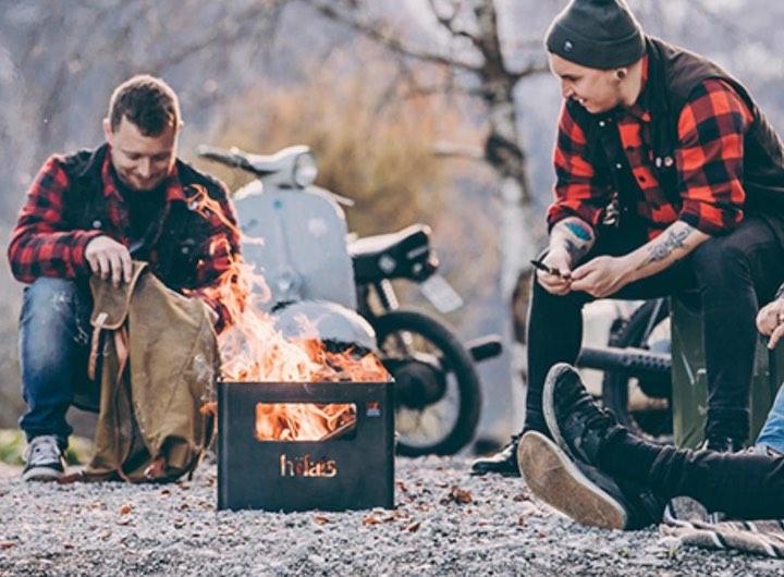 Männer mit Feuer in Beer Box