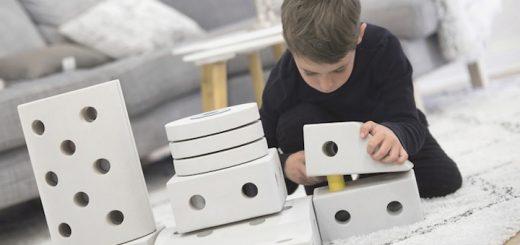 Junge spielt mit MODU 520x245