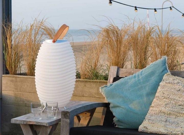 Kooduu Synergy mit zwei Kissen am Strand