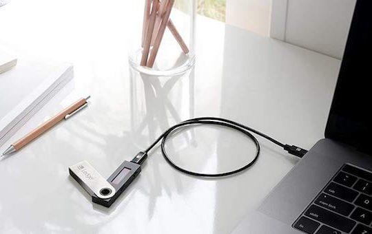 Ledger Nano S an MacBook angeschlossen e1537563341553