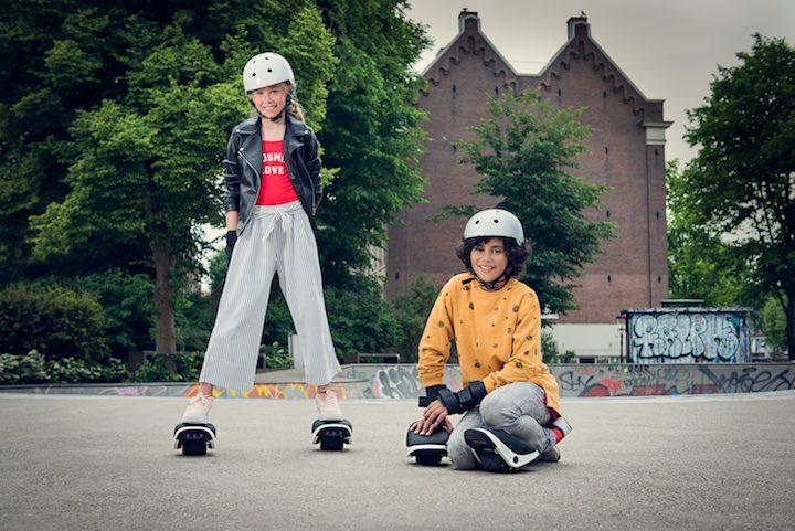Mädchen und Junge mit Drift W1