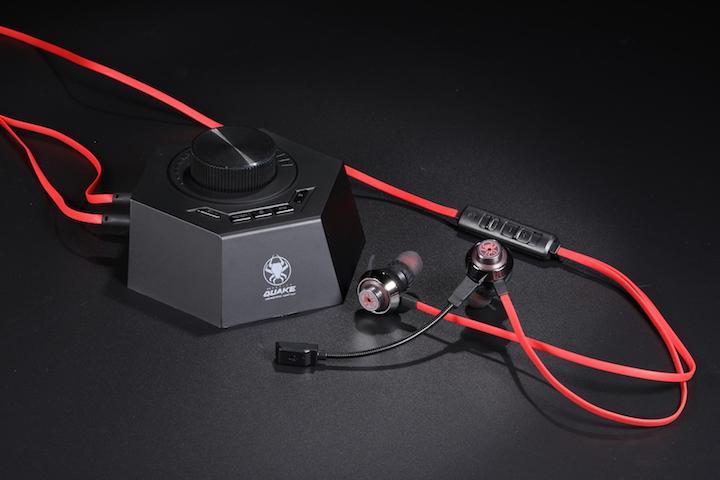 Quake Ohrhörer mit Kontrollstation auf schwarzem Untergrund