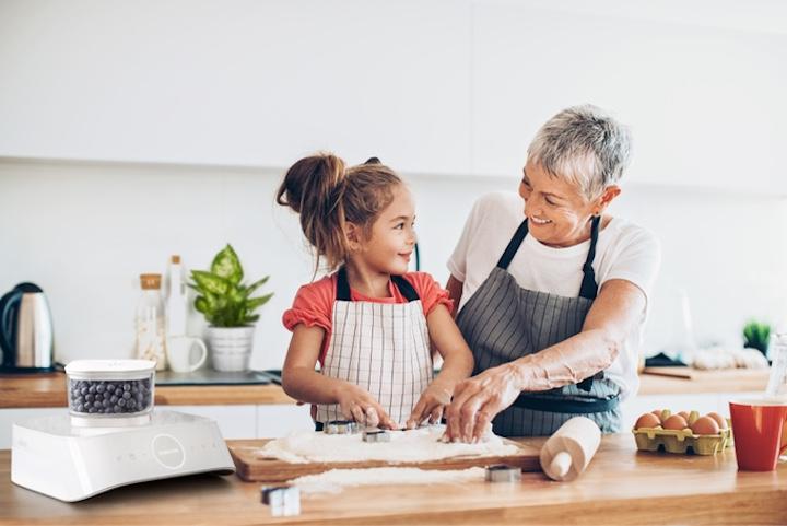 Silo Frau Kind kochen