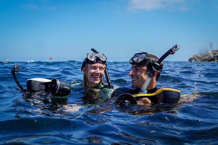 Zwei Schnorchler mit SeaFlyer
