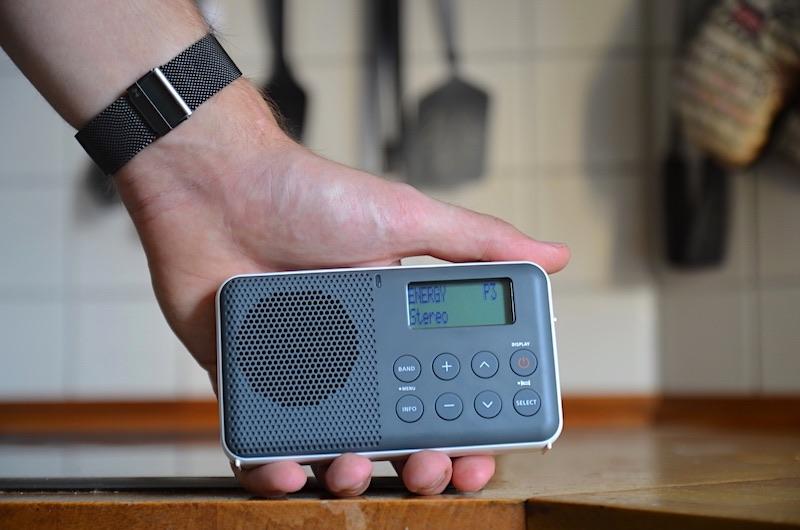 kompaktes radio für unterwegs