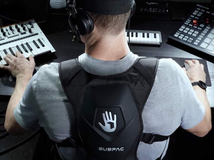 SubPac M2X am Computer
