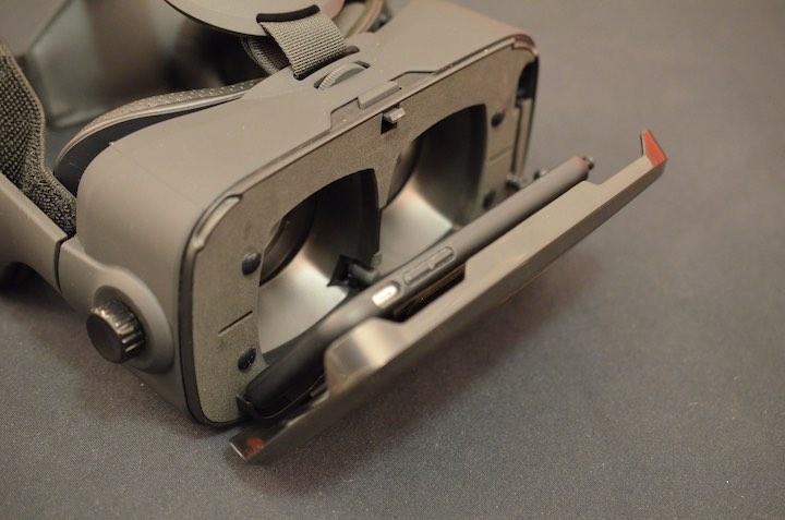 VR Shark X4 mit eingelegtem Smartphone von vorne