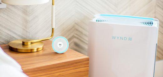 Wynd Halo und Wynd Home Purifier neben Nachttisch 520x245