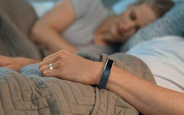 Antimi Fitness Armband beim Schlafen