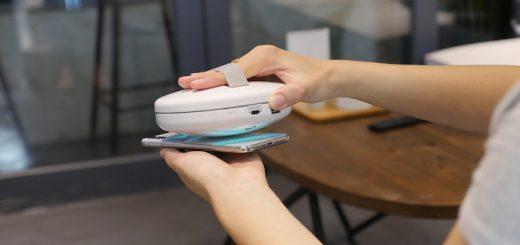 Smartphone wird mit Cleansebot desinfiziert 520x245