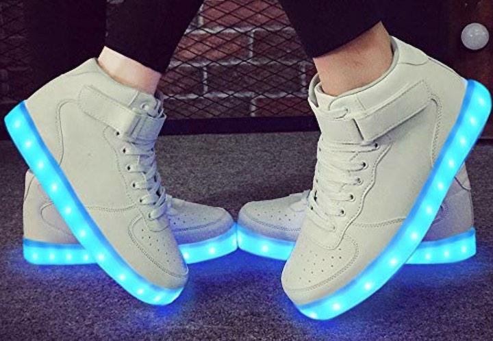 Zwei Paar LeKuni LED Sneaker in Wei%C3%9F