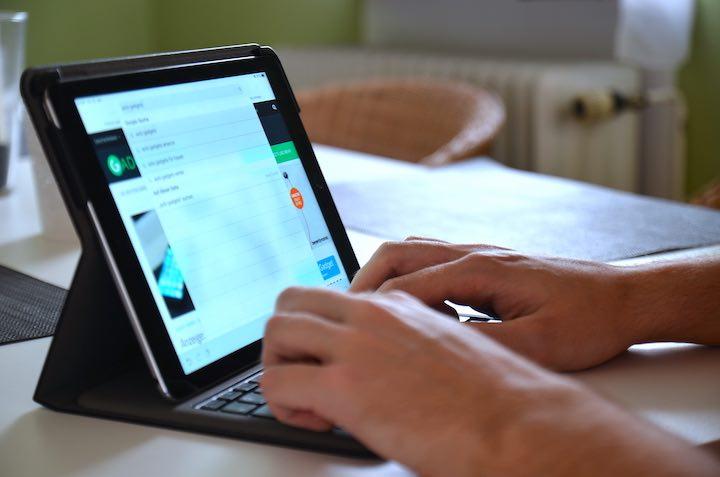 Anker iPad Hülle Hände