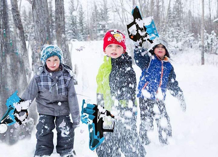 Kinder spielen mit Lulalula Schneeballpistole