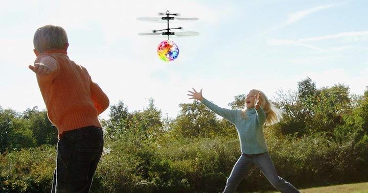 Junge Mädchen Büsche EpochAir Drohne