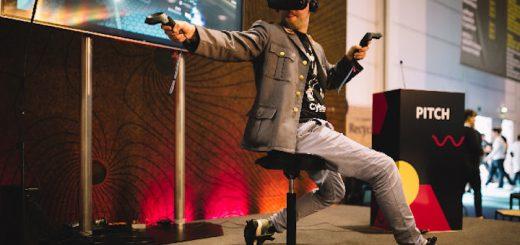 Mann spielt mit Cybershoes 520x245