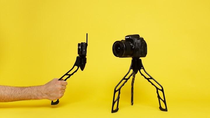 SwitchPod mit Kamera vor gelbem Hintergrund