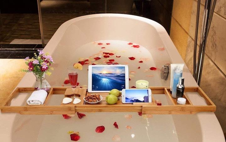 Badewannenablage Badewanne Tablet Smartphone Rosenbl%C3%A4tter Sekt Obst
