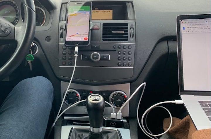 LIFEPOWR Auto Ladeger%C3%A4t l%C3%A4dt iPhone und MacBook gleichzeitig