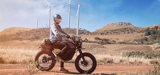 Mann Wüste FLY FREE Motorrad 520x245