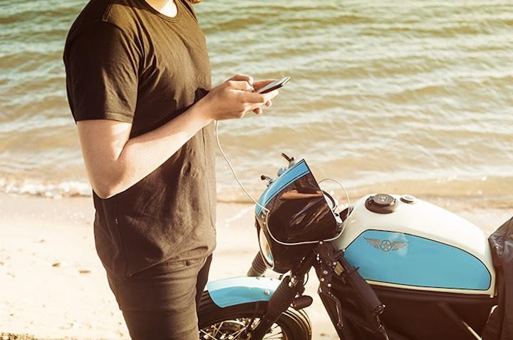 Mann Wasser FLY FREE Motorrad