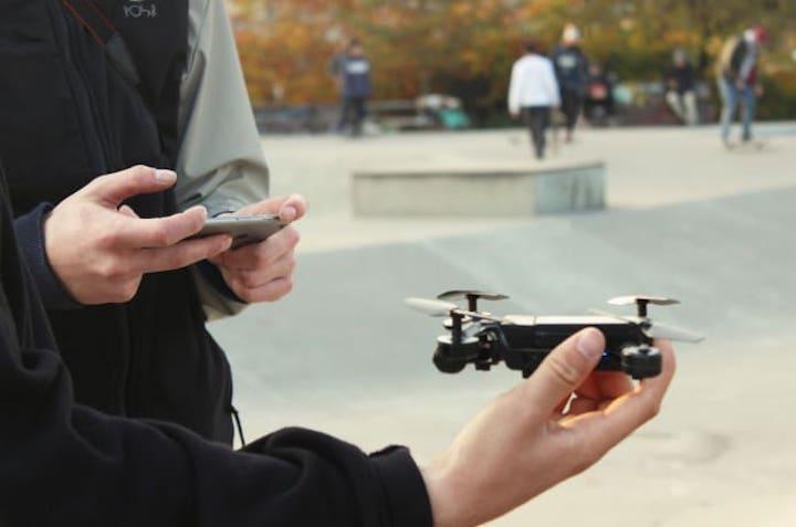 Micro Drone 4.0 wird mit iPhone gestartet