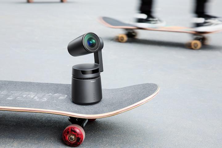 OBSBOT Tail auf Skateboard