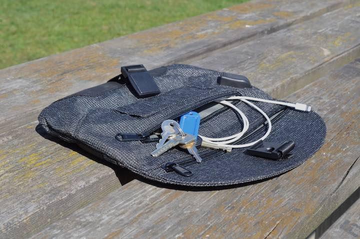 Alpaka Air Sling Pro mit Schlüssel und Ladekabel