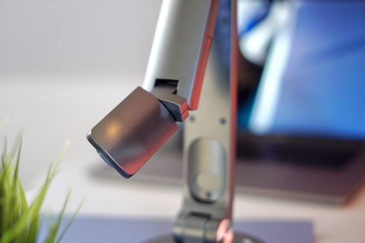 Gedrehte Kamerma mit 45 Grad Winkel einer Jourist DC80